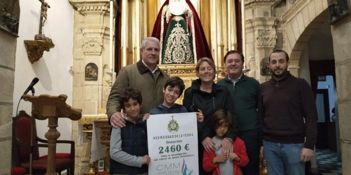 La Hermandad de la Yedra entrega donativo a la Asociación Cáncer de Mama Metastásico