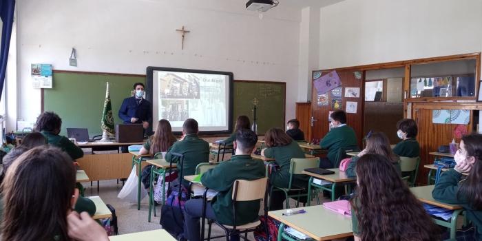 """Charla """"Simbología de la Semana Santa"""" en la Escuela San José"""