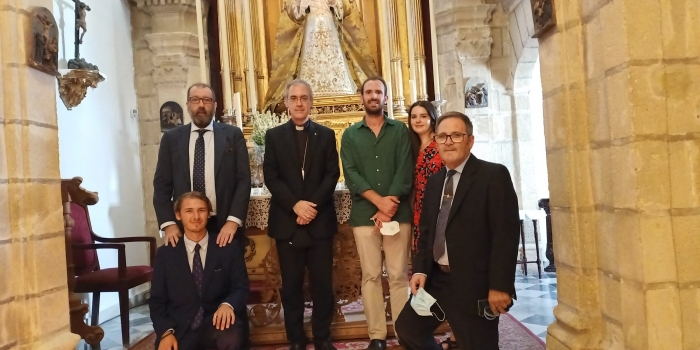 Visita de monseñor Juan Antonio Aznárez Cobo a la capilla de la Yedra